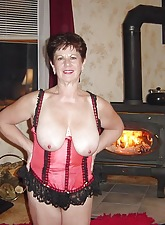 Sizzling Grannies:This site dedicated take doyen and mature body of men addicted take sex.